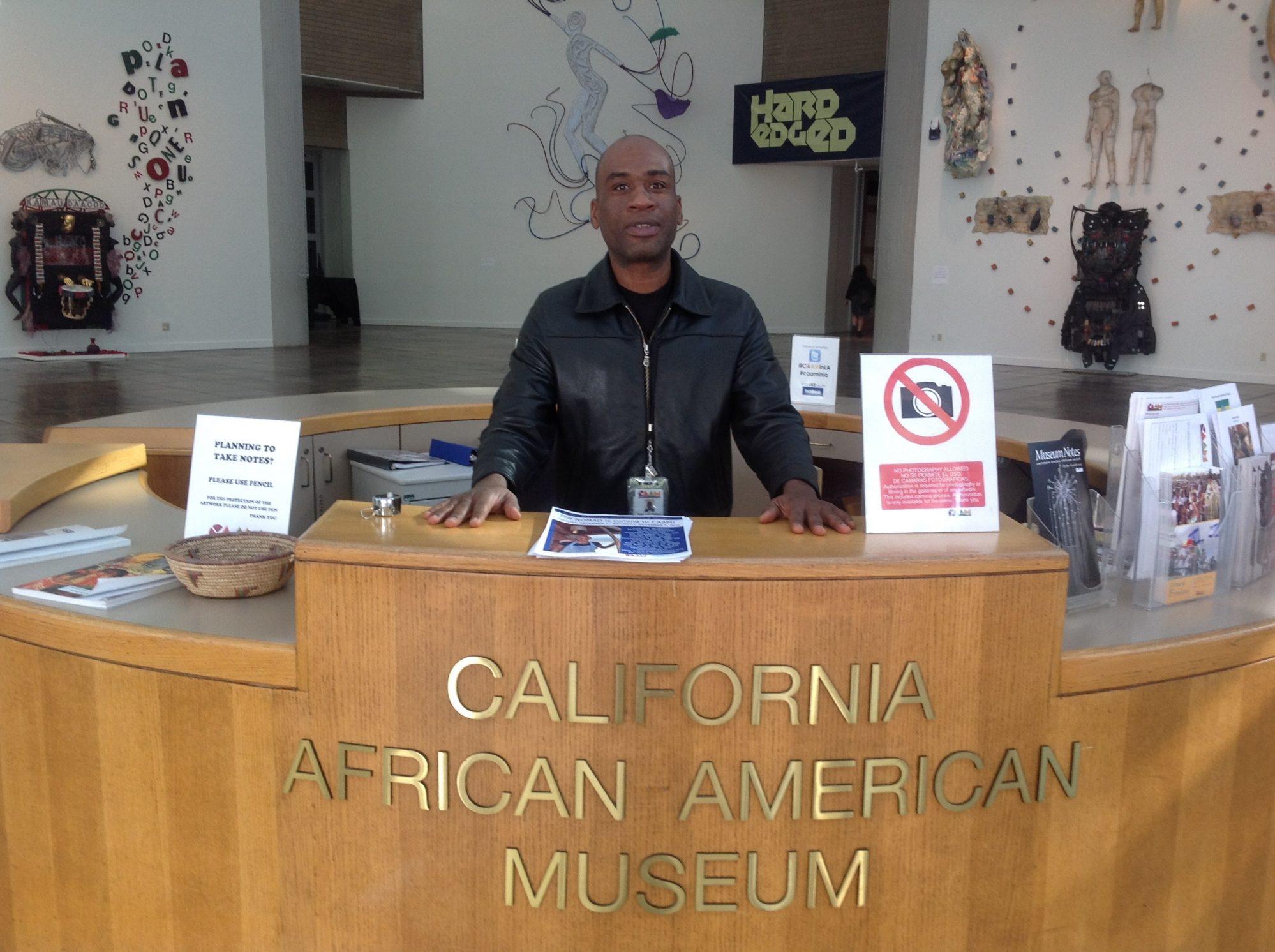 Karl Petion, artiste haïtien et guide au CAAM